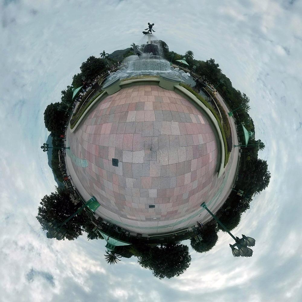 Фонтан в парке Диснейленда